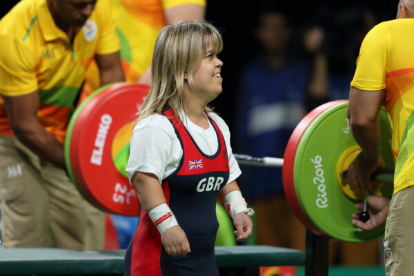Para powerfilter Zoe Newson competing by ©ParalympicGB